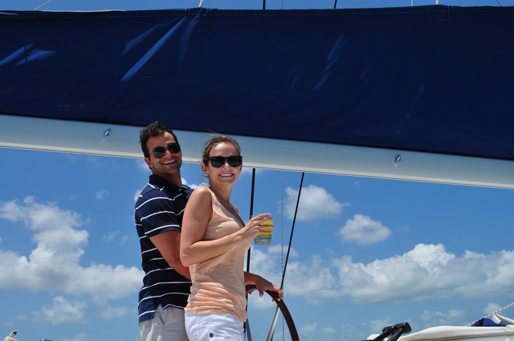couples sailing and having cocktails on belize charter