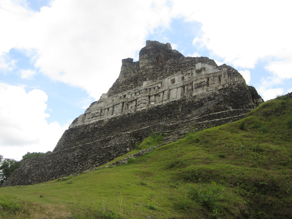 mayan temple in belize